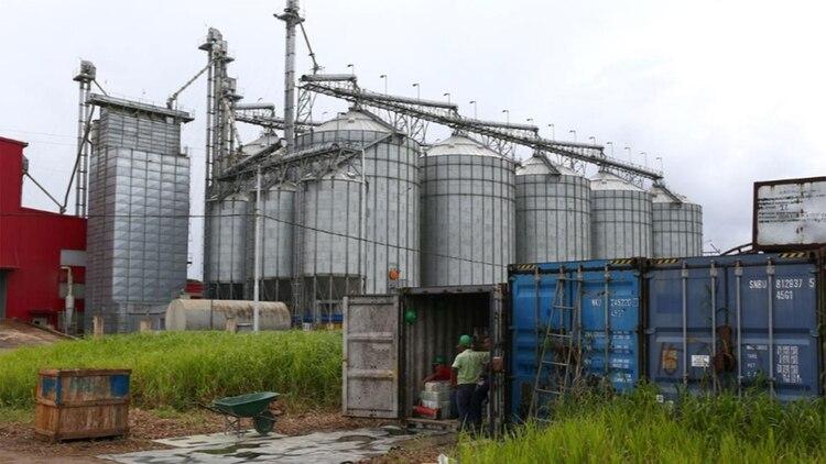 Nueve años después, los habitantes de Delta Amacuro tienen hambre. Pocos empleos se han concretado y la planta de arroz está a medio construir y funciona a menos del uno por ciento de lo prometido (Reuters)