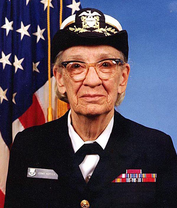 Hopper llegó al cargo de contraalmirante en la Armada de Estados Unidos