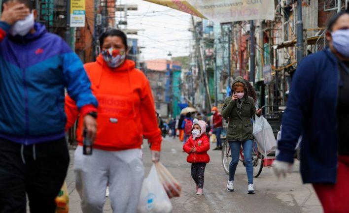 Una imagen del 6 de mayo de 2020, en plena cuarentena en el Barrio 31, donde viven más de 40 mil personas. En las villas porteñas, los infectados ya superan los cuatro mil