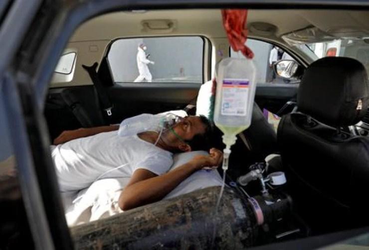 Un paciente de coronavirus en Ahmedabad, India. REUTERS/Amit Dave