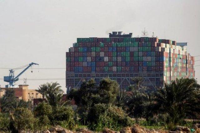 El buque Ever Given, uno de los mayores buques portacontenedores del mundo, es visto tras encallar en el Canal de Suez, Egipto 26 de marzo de 2021 (REUTERS/Mohamed Abd El Ghany)