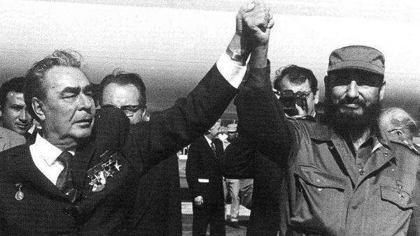 Leonid Breznev y Fidel Castro, dos amigos de la dictadura argentina