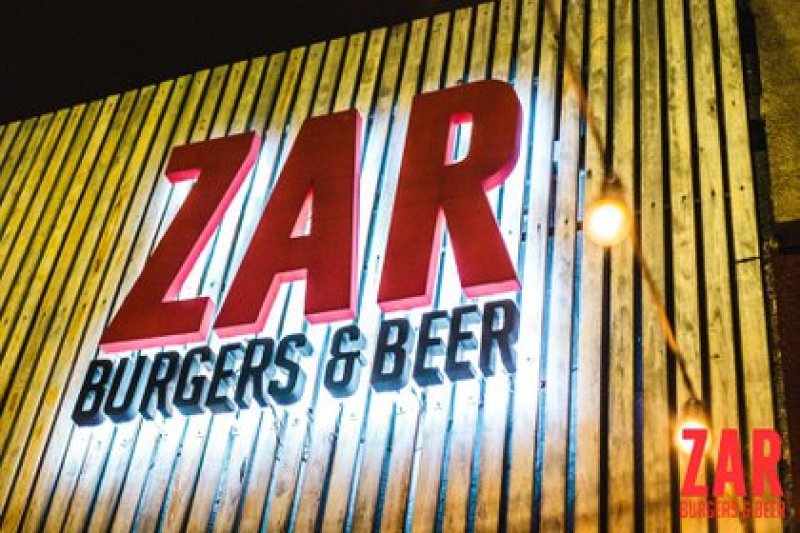 La familia denunció un mal accionar por parte del personal del bar.