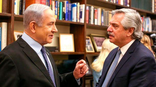 Netayahu le mostró su biblioteca personal a Fernández