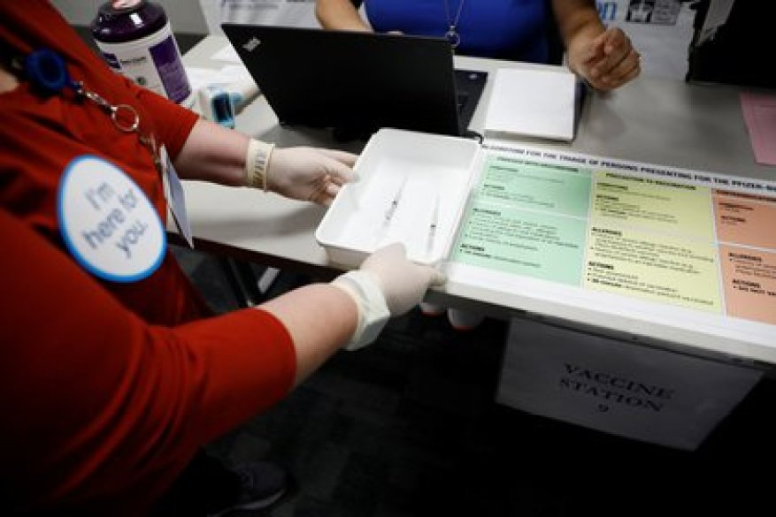 The V-Safe tool will work to alert the CDC about the side effects that the vaccine could have (Photo: Marco Bello / Reuters)