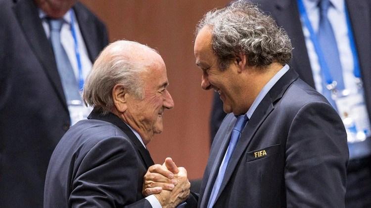 Michel Platini yJoseph S. Blatter fueron dos de los dirigentes de mayor perfil que quedaron implicado en la corrupción de Qatar 2022(EFE)