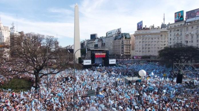 La multitudinaria marcha de ayer en torno al Obelisco (Thomas Khazki)