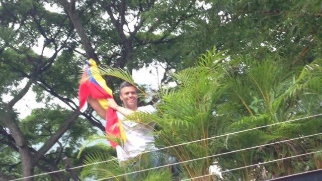 Una de las pocas imágenes de López en su casa. El régimen de Maduro le prohíbe comunicarse con sus seguidores