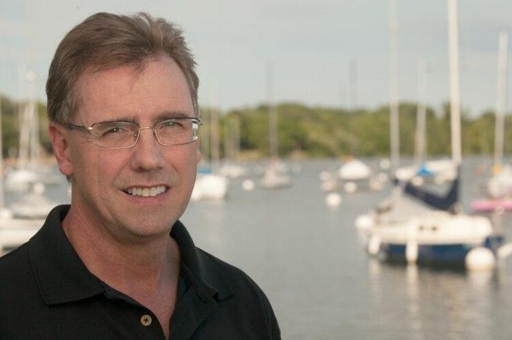 Tom Corley realizó una investigación de cinco años para entender por qué los ricos son ricos. (richhabit.net)