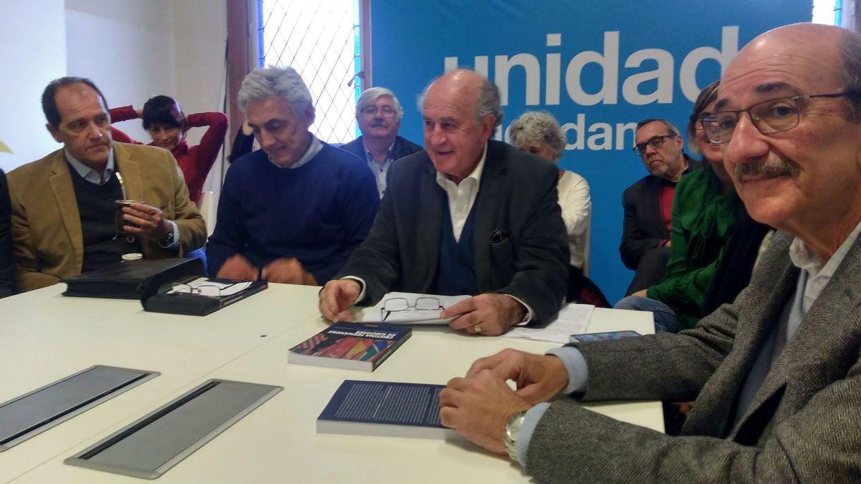 Parrilli en la presentación de un libro de Cristina Kirchner sobre política exterior
