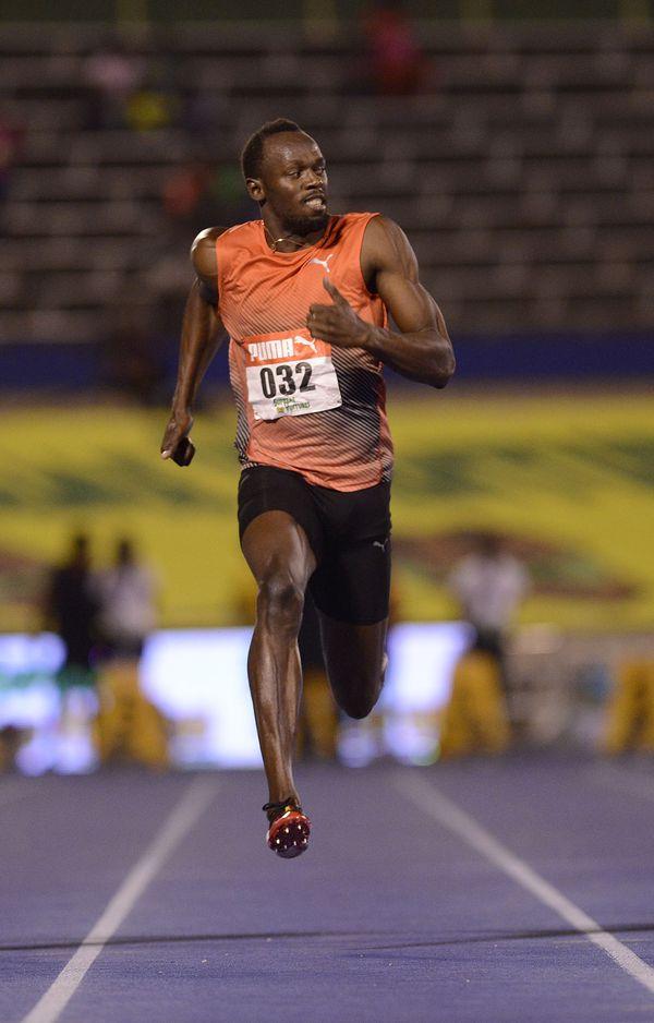Usain Bolt en el aire (AFP)