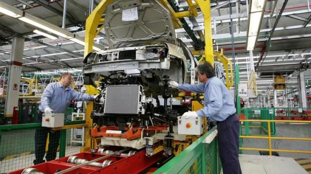 La industria manufacturera fue la más golpeada por la contracción económica, y es una de la que más disminuyó la nómina de personal