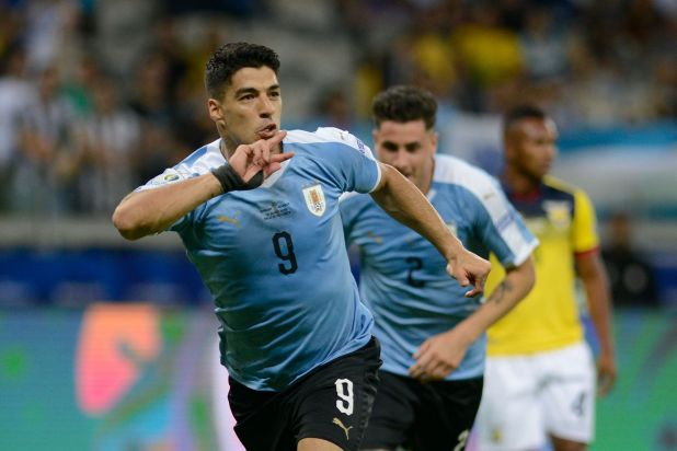Suárez aseguró que iba a estar en el Mundial de Qatar 2022 (AP)