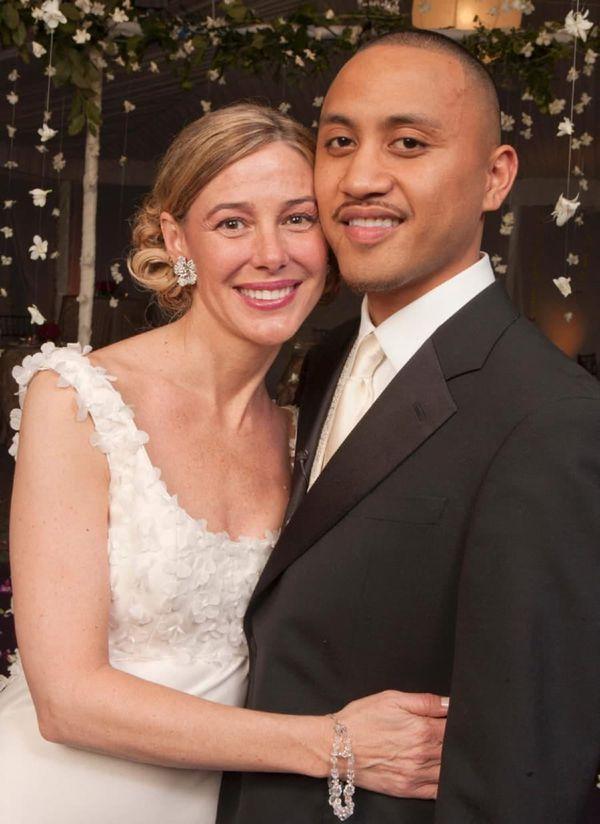La boda tuvo una gran fiesta. Además de testigos, amigos y familiares, las cadenas de noticias se peleaban para obtener la exclusiva. Ambos sacaron rédito económico de su historia (AP)