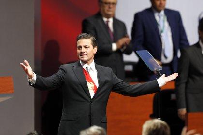 Los golpes judiciales no dejan ni un respiro al expresidente Peña Nieto (Foto: EFE)
