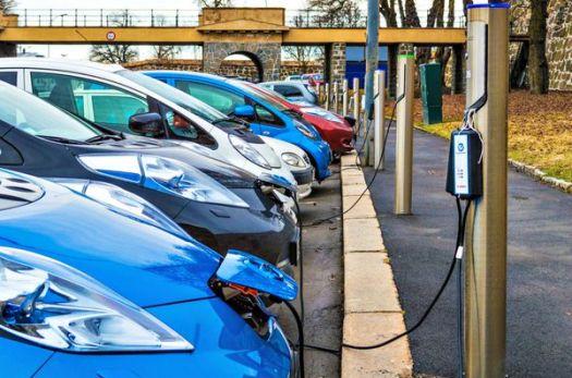 Postal de Osla, la capital de Noruega, donde hay un auto eléctrico cada tres unidades en circulación