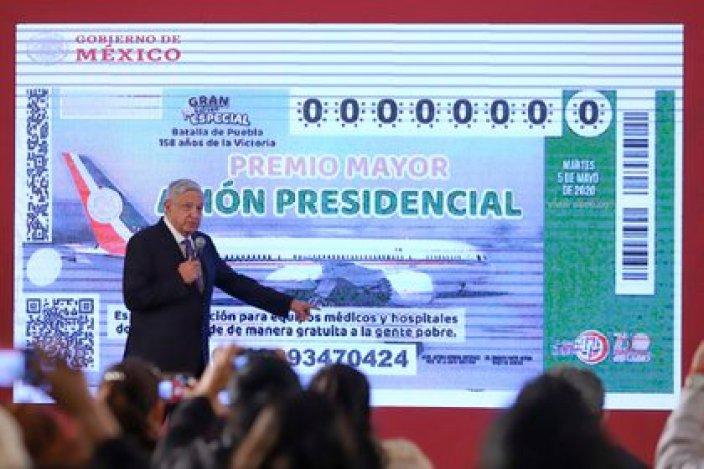 28/01/2020 Andrés Manuel López Obrador presenta la papeleta del sorteo del avión presidencial POLITICA CENTROAMÉRICA MÉXICO INTERNACIONAL NOTIMEX / GUSTAVO DURÁN