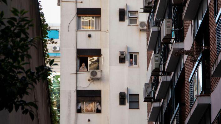 Gente en balcones - Coronavirus - Cuarentena