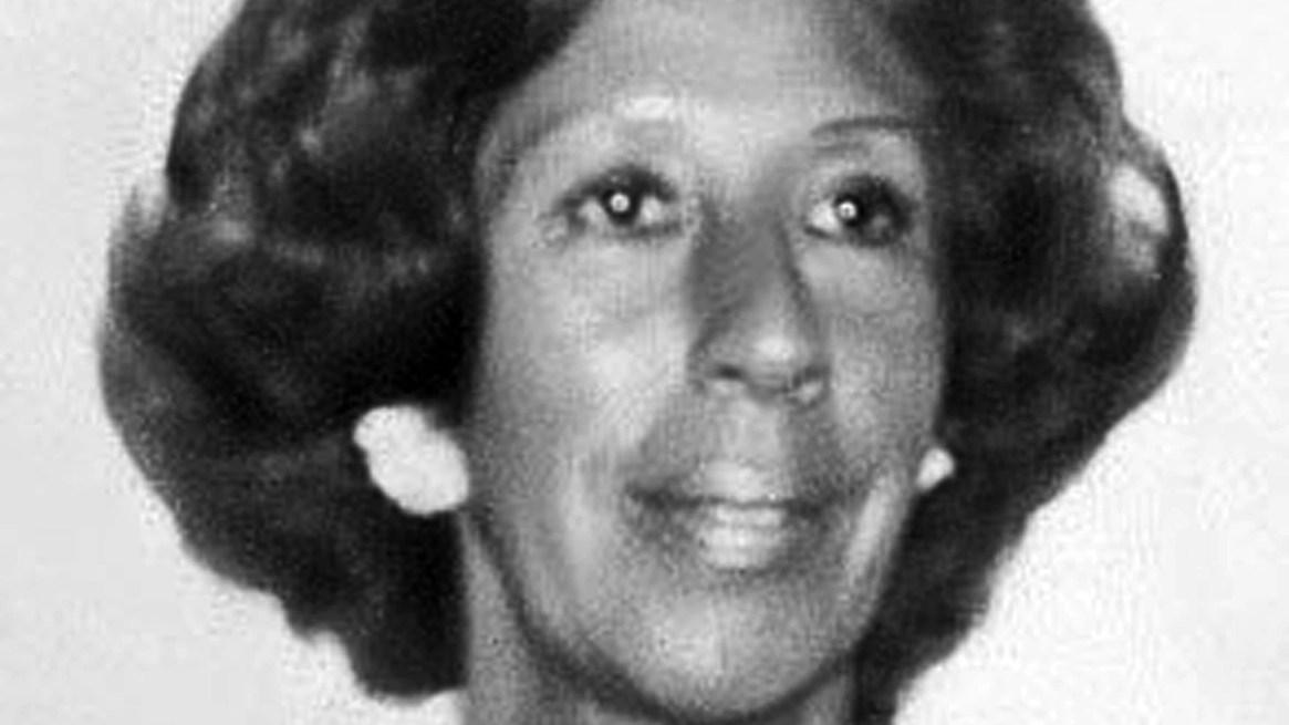 Yiya Murano nació en Corrientes, el 20 de mayo de 1930. Su madre, Candela, era ama de casa, y su padre, Camilo Bolla Aponte, era un teniente coronel