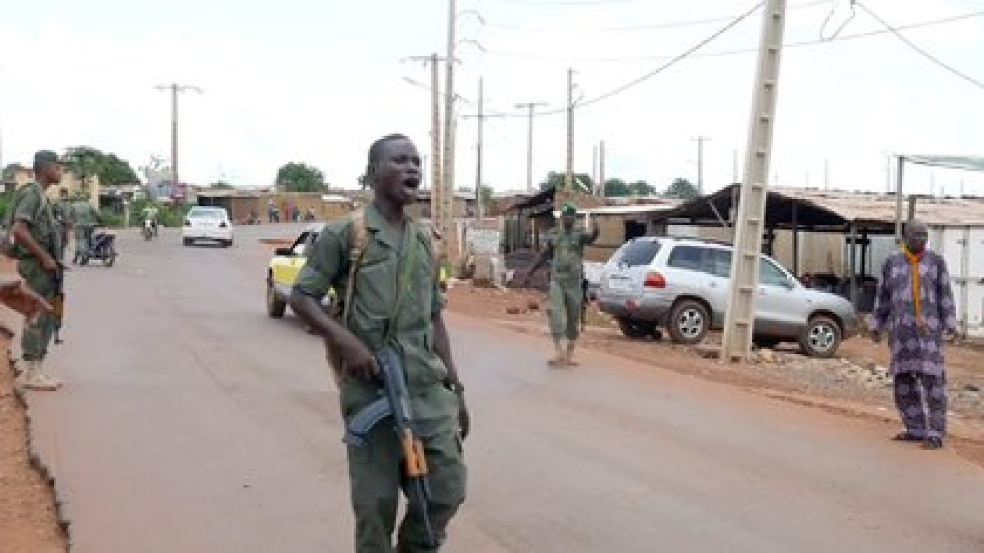 Un grupo de soldados amotinados detuvieron al presidente y primer ministro de Mali consumando un golpe de Estado. (AP Photo)