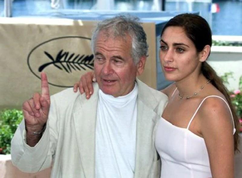 Holm junto a la actriz estadounidense Summer Phoenix en un evento en la edición 53 del festival de Cannes, el 19 de mayo de 2000 (REUTERS/John Schults)