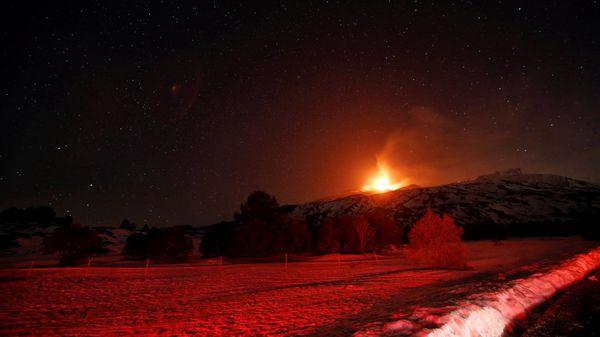 Por el momento, la erupción no es peligrosa ni afectó a ningún servicio (Reuters)