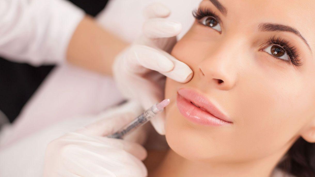 La aplicación de toxina botulínica es una de las más pedidas por las mujeres y los hombres para atenuar la piel (Shutterstock)