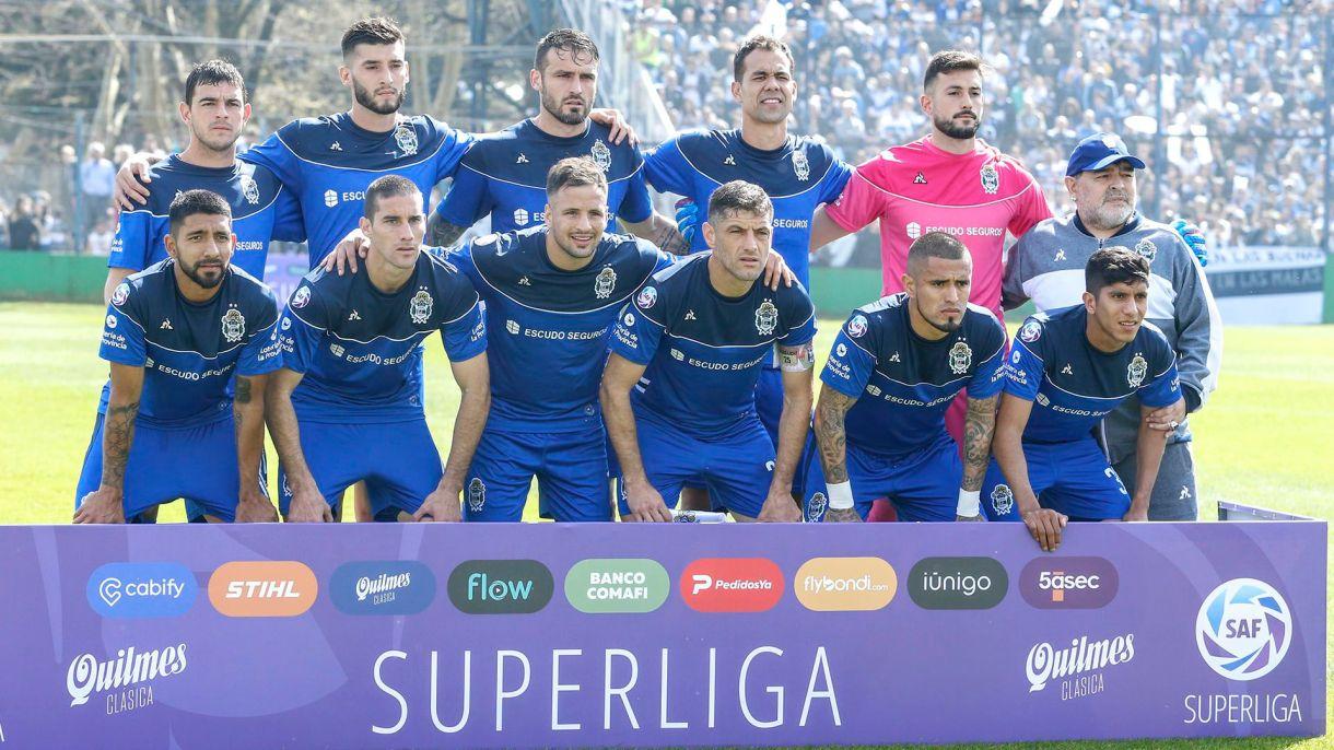 La foto colectiva, con Diego como un jugador más (Foto: Nicolás Aboaf)