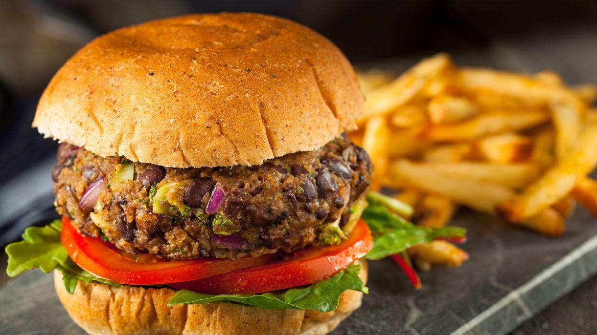 Con verduras ricas en proteínas como arvejas y soja replican el sabor, la textura y el aspecto de la carne (Shutterstock)