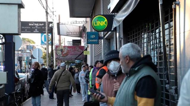 En San Justo muchos no respetan las recomendaciones de distanciamiento social (foto: Lihueel Althabe)