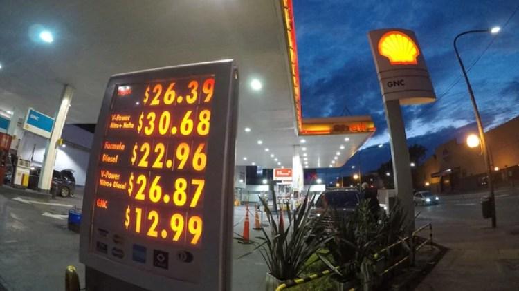 Estos son los precios de Shell que regían este viernes a la mañana (Foto: Joaquín Pedroso)