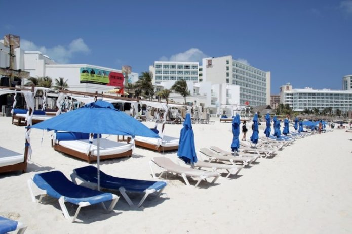 A general view shows empty chairs on the beach during the outbreak of coronavirus disease (COVID-19) in Cancun, Mexico.  (REUTERS Photo / Jorge Delgado)