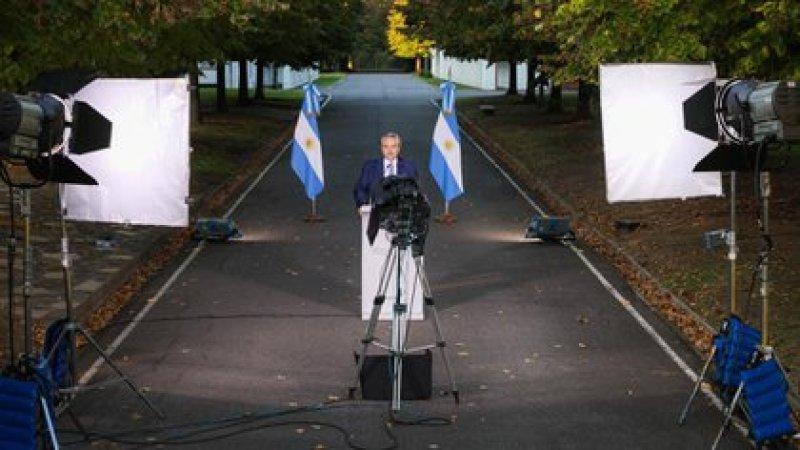 El Presidente durante los anuncios desde la Quinta de Olivos