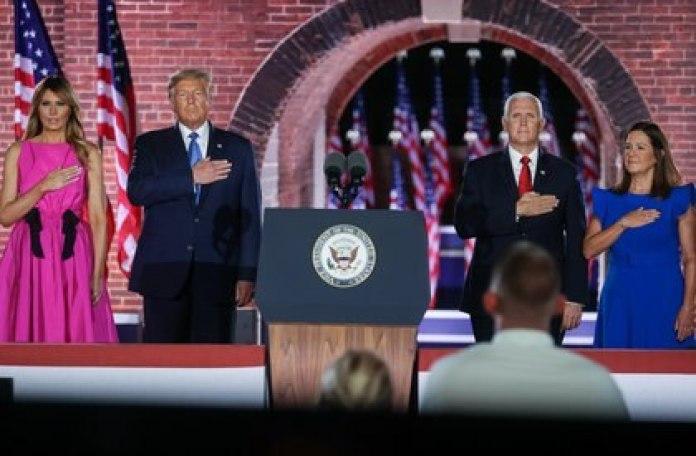 Melania Trump, Donald Trump, el vicepresidente Mike Pence y su esposa, Karen Pence, en Baltimore, Maryland, el 26 de agosto de 2020. REUTERS/Jonathan Ernst