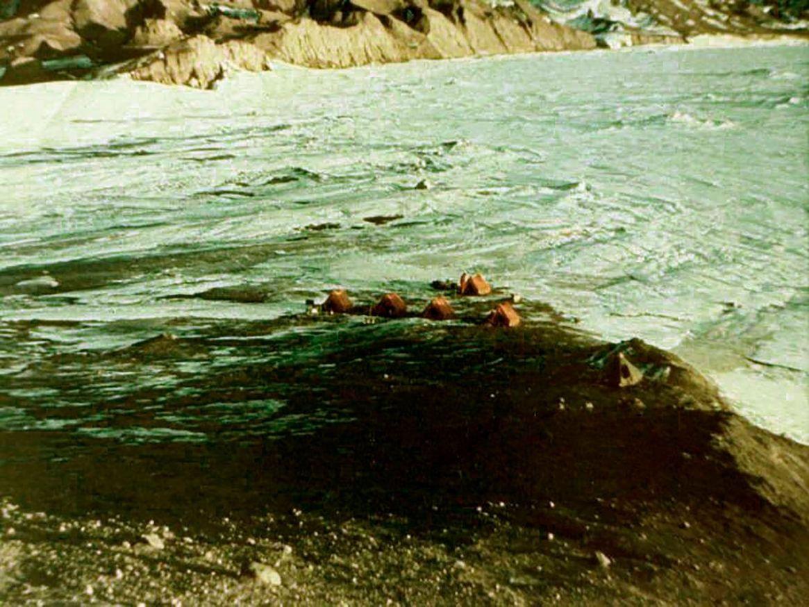 Vista cenital del campamento antártico en la ex isla Seymour en 1969