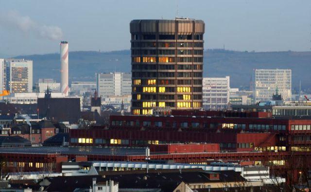 La torre que se destaca es la sede del Banco de Basilea, banca central de los Bancos Centrales del mundo, a los que urgió a acelerar la digitalización de sus monedas (Reuters)