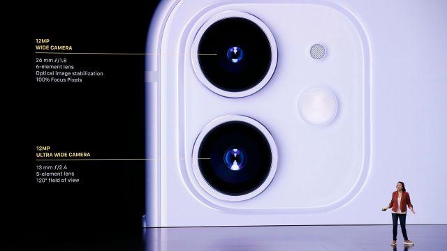 El iPhone 11 ofrece doble cámara trasera. REUTERS/Stephen Lam