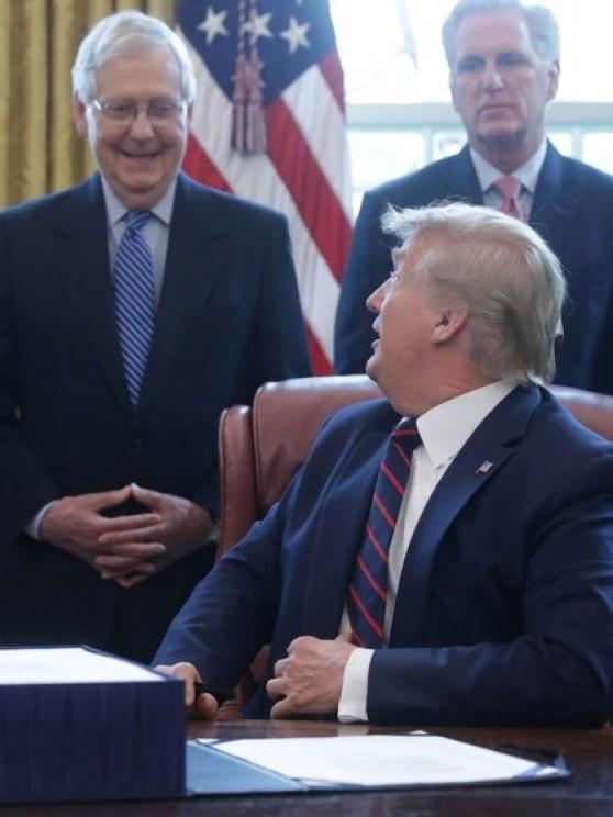 McConnell y McCarthy no mirarían con malos ojos un impeachment contra Trump (Reuters)