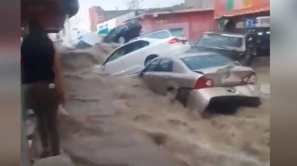 """Las calles de Matehuala se convirtieron en """"ríos"""" por las fuertes lluvias en San Luis Potosí (Foto: Facebook)"""