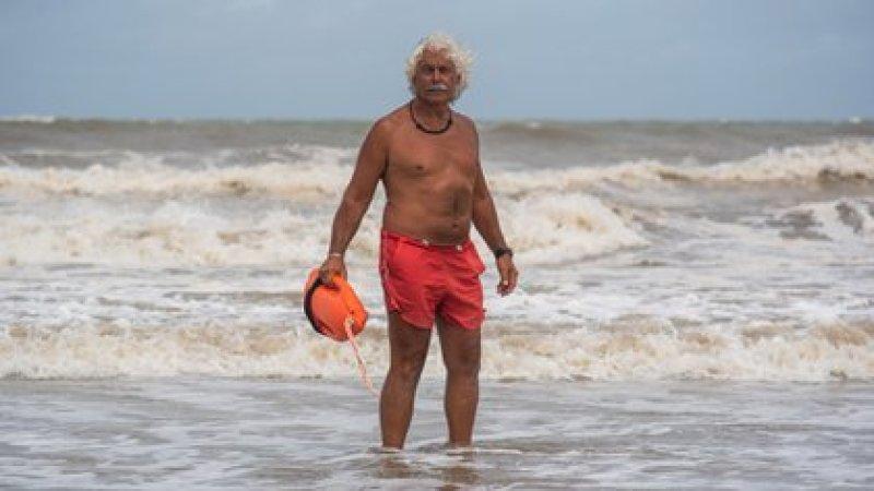 El Ronco trabaja como guardavidas en Pinamar hace 42 años, y lleva 16 en el balneario Hemingway de Cariló (Diego Medina)