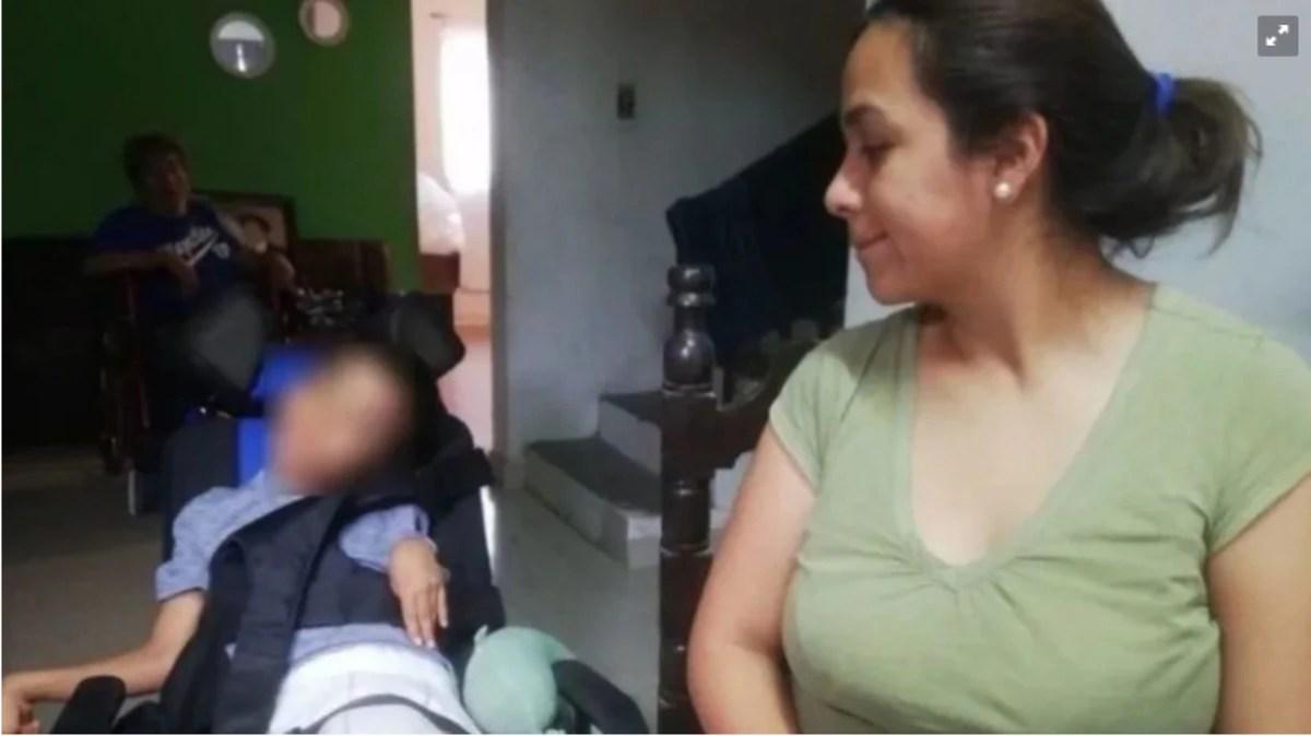 El trágico juego que dejó a un niño cuadrapléjico; Iker mordió una pila y terminó con parálisis cerebral
