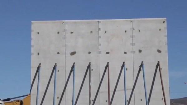 Prototipo del muro con México.