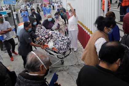 Health workers help patients outside a hospital treating people with the coronavirus disease (COVID-19), in the aftermath of a quake, in Puebla, Mexico June 23, 2020. REUTERS/Imelda Medina