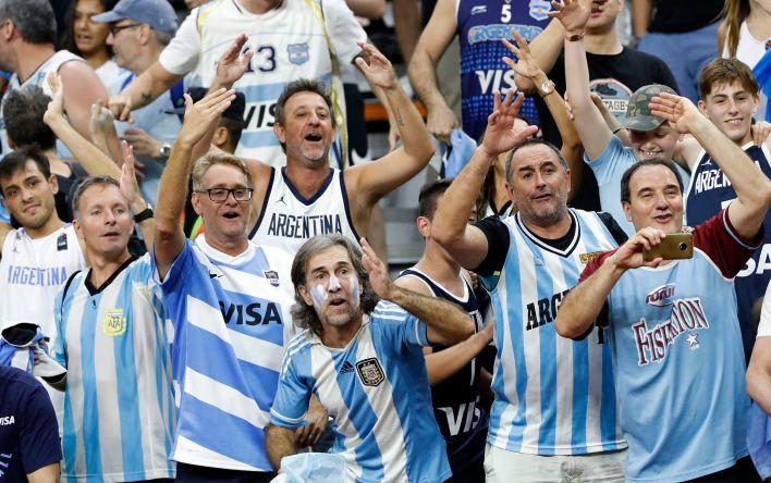 La hinchada argentina le puso color a las tribunas y festejó desde el principio.