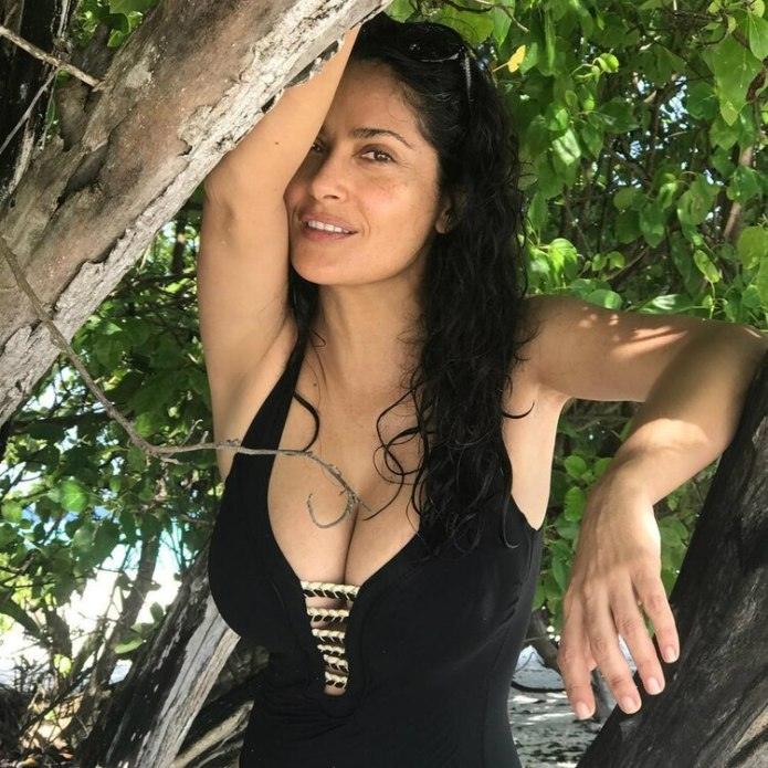 Salma sorprendió con sus fotos en traje de baño (Instagram / salmahayek)