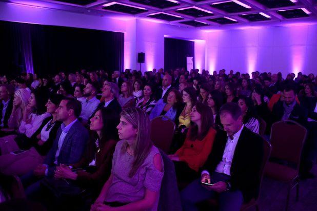 """Una salón a pleno: más de 500 personas se dieron cita para conocera los ganadores y las distinciones de los premios """"Los mejores lugares para trabajar para las mujeres"""", de GPTW ."""