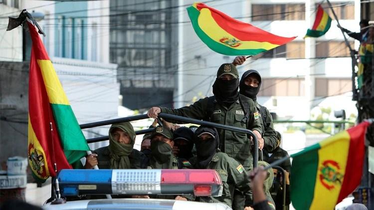 Policías amotinados en Santa Cruz (Reuters)