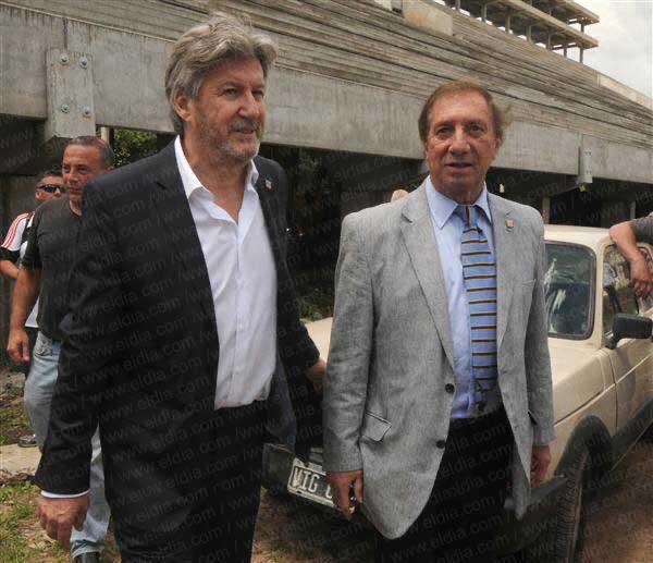 El día que Carlos Bilardo fue a conocer cómo se estaba levantando el nuevo estadio de Estudiantes.