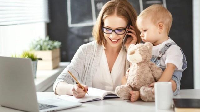 Además desu exposición a la pantalla, los niños se ven afectados por la distracción de sus padres. (Getty)