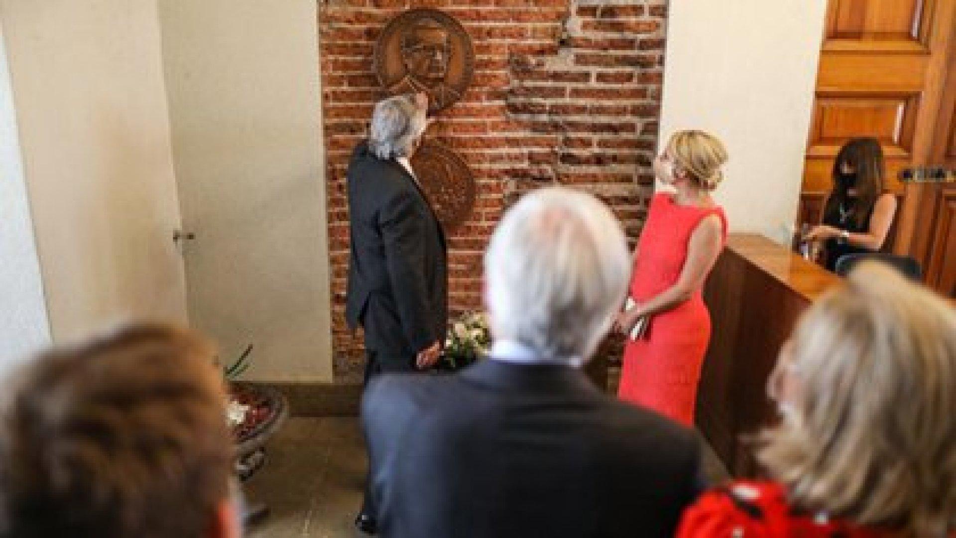 Alberto Fernández rinde homenaje a Salvador Allende en su visita oficial a Chile